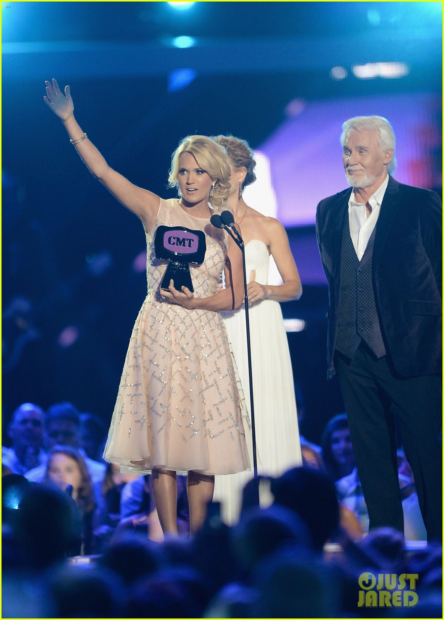 carrie underwood cmt music awards performance 2013 222885365