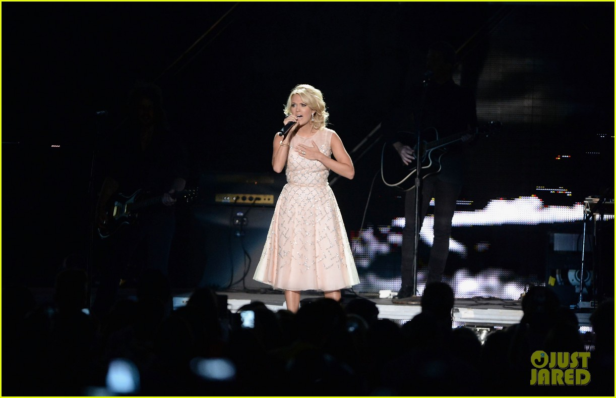 carrie underwood cmt music awards performance 2013 292885372