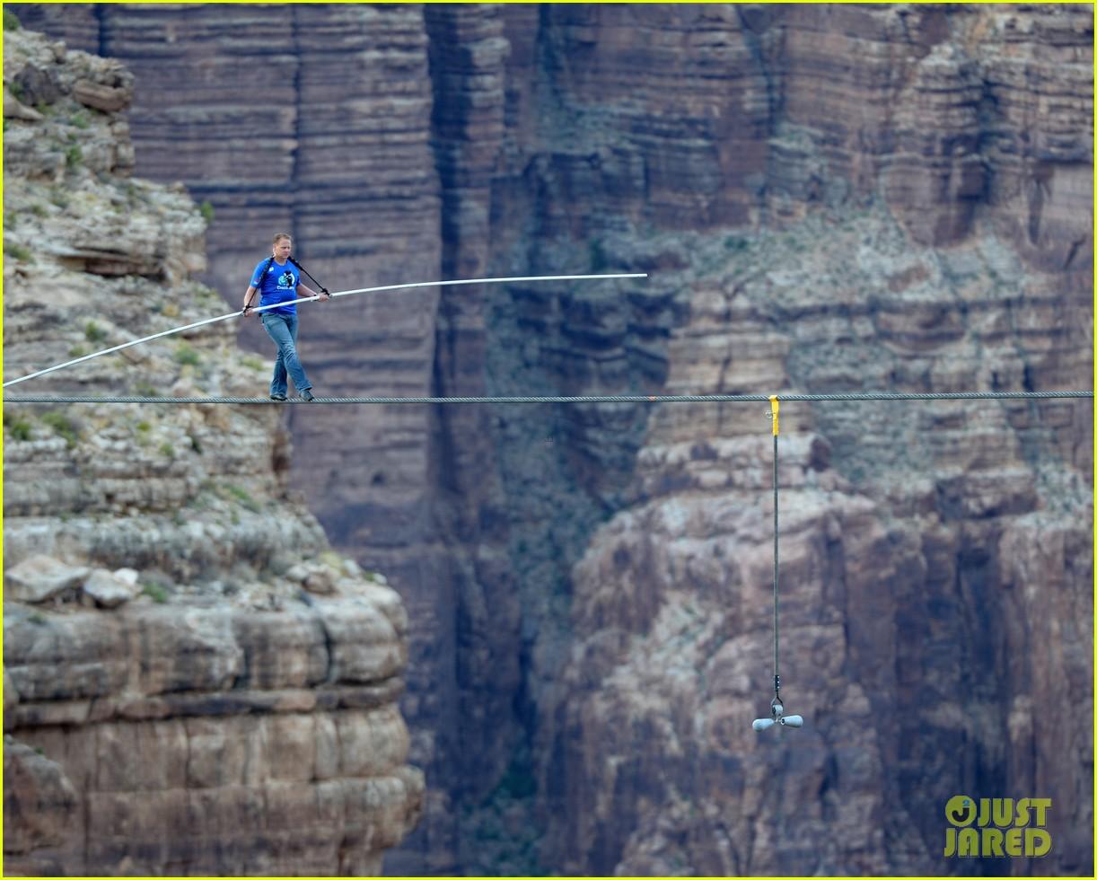 nik wallenda skywire tightrope walk across grand canyon 042897553