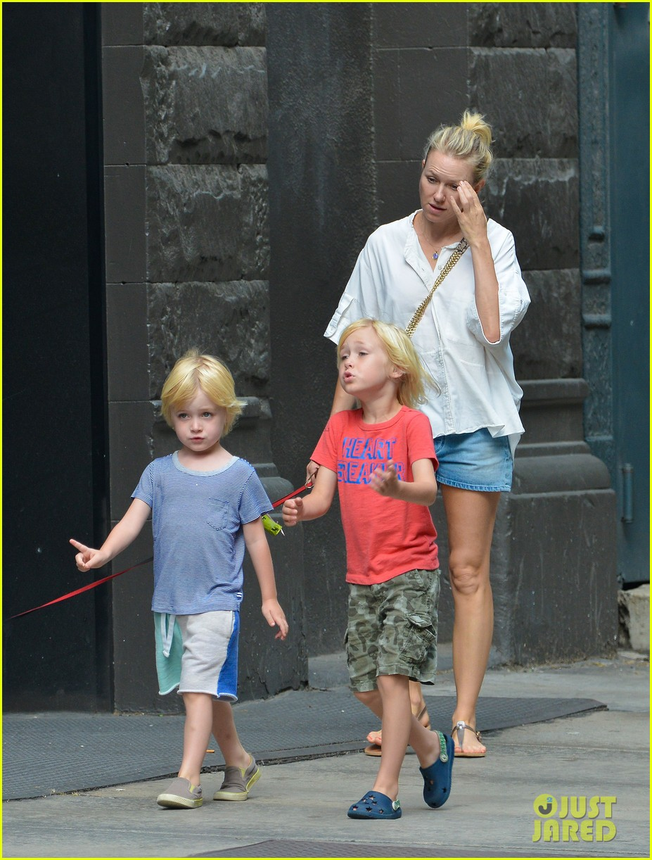 naomi watts sees newsies before fathers day with family 01