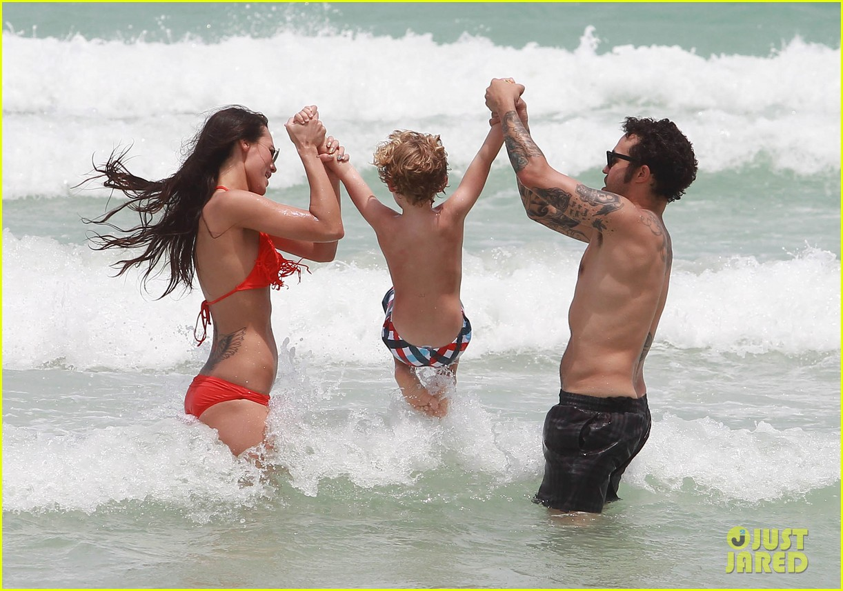 pete wentz shirtless beach day with bronx meagan camper 222886450
