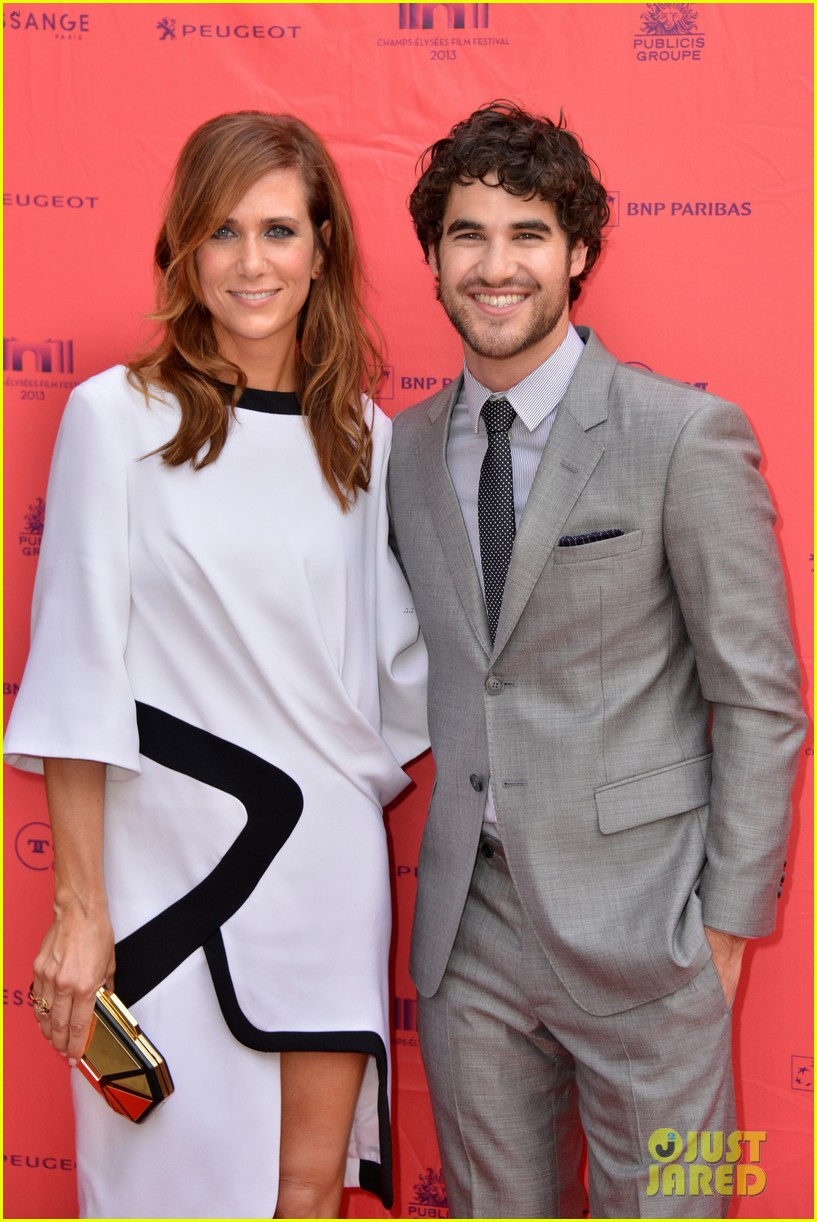 kristen wiig girl most likely paris premiere with darren criss 142894173