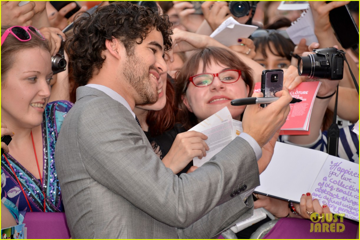 kristen wiig girl most likely paris premiere with darren criss 152894174