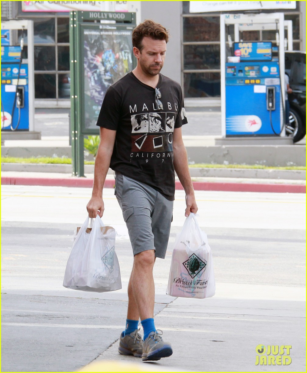 olivia wilde grocery shopping with jason sudeikis 012897585