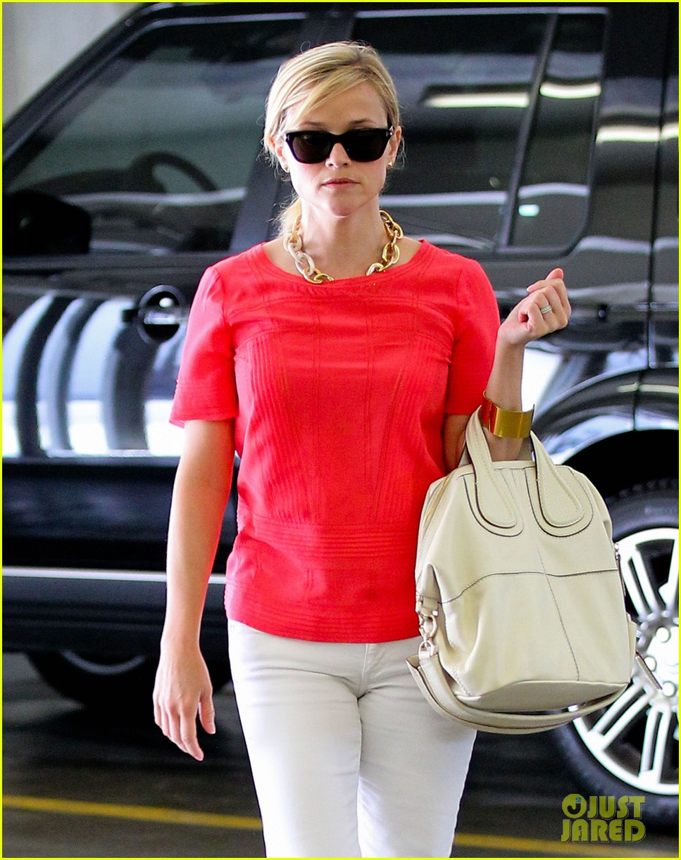 reese witherspoon obsessed with new boots 042900046