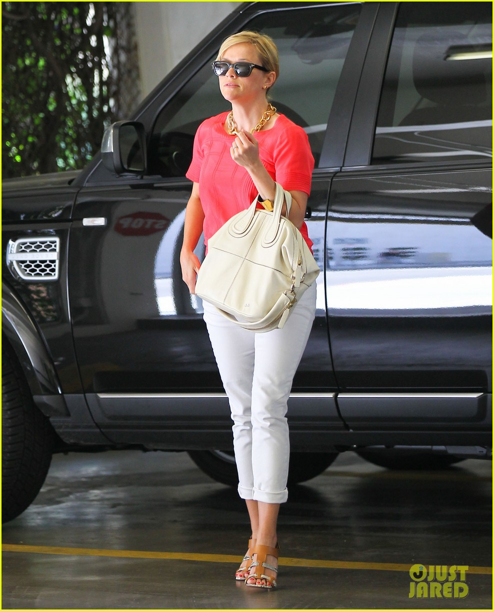 reese witherspoon obsessed with new boots 062900048