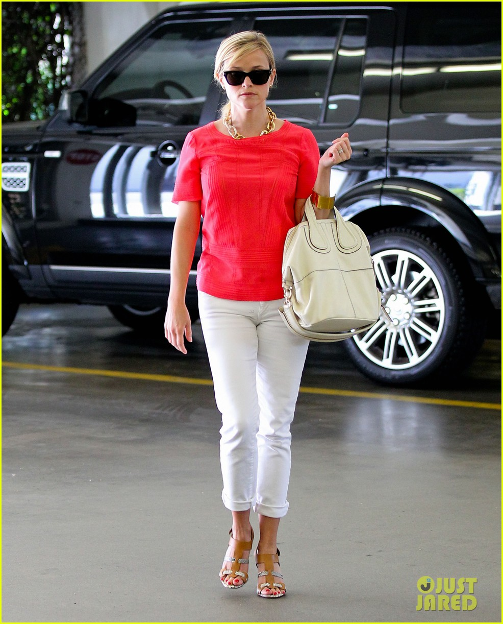 reese witherspoon obsessed with new boots 092900051