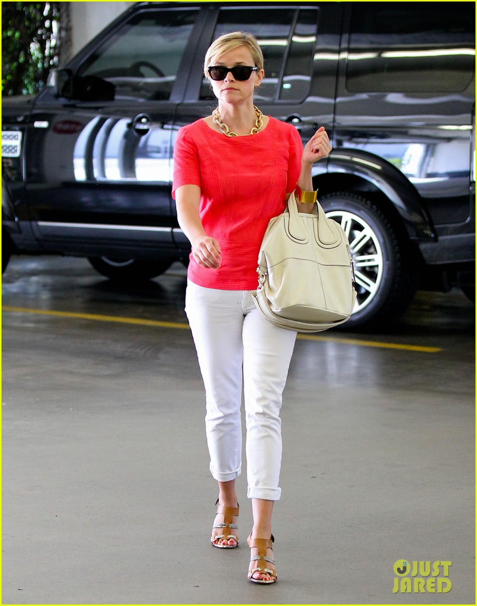 reese witherspoon obsessed with new boots 102900052