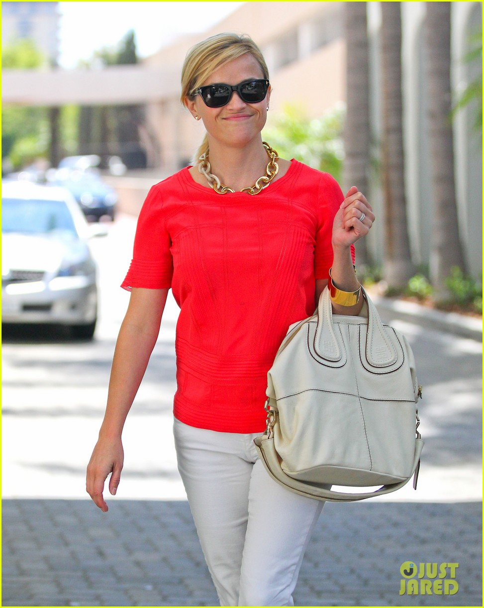 reese witherspoon obsessed with new boots 132900055
