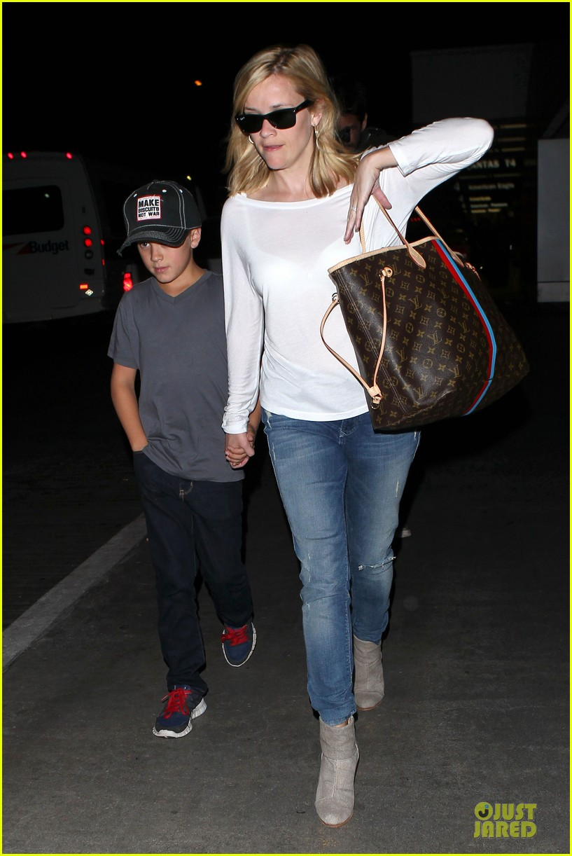 reese witherspoon deacon lax landing after fathers day  062893485