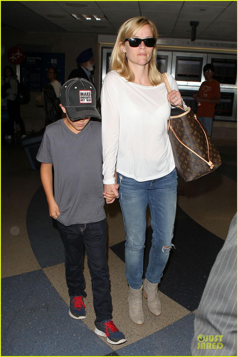 reese witherspoon deacon lax landing after fathers day  072893486