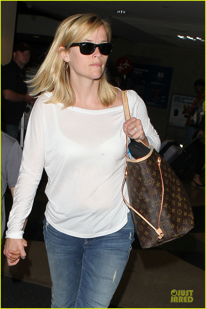 reese witherspoon deacon lax landing after fathers day  20