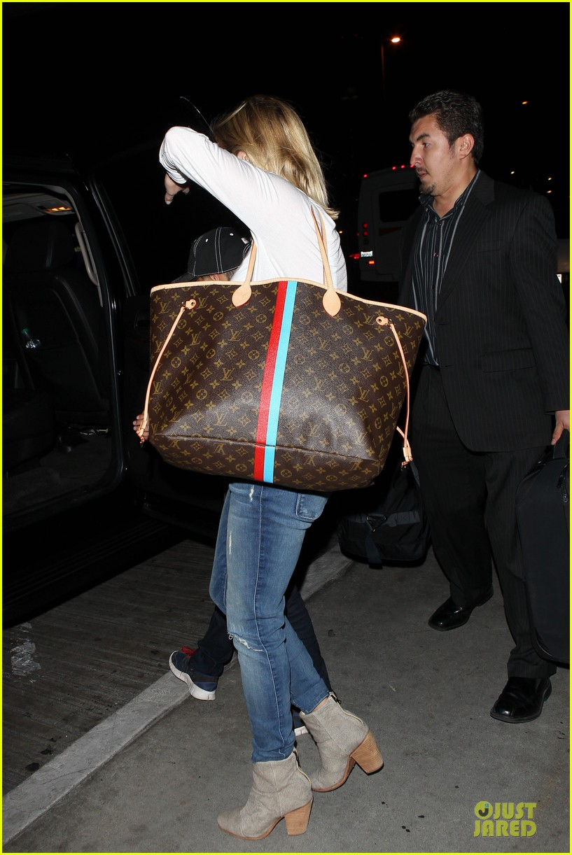 reese witherspoon deacon lax landing after fathers day  232893502