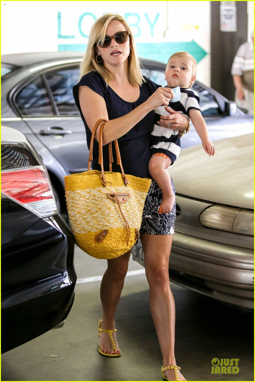 reese witherspoon doctors office visit with tennessee 03