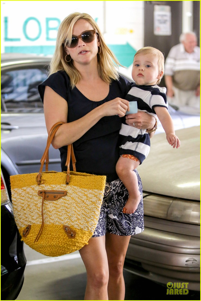 reese witherspoon doctors office visit with tennessee 122898972
