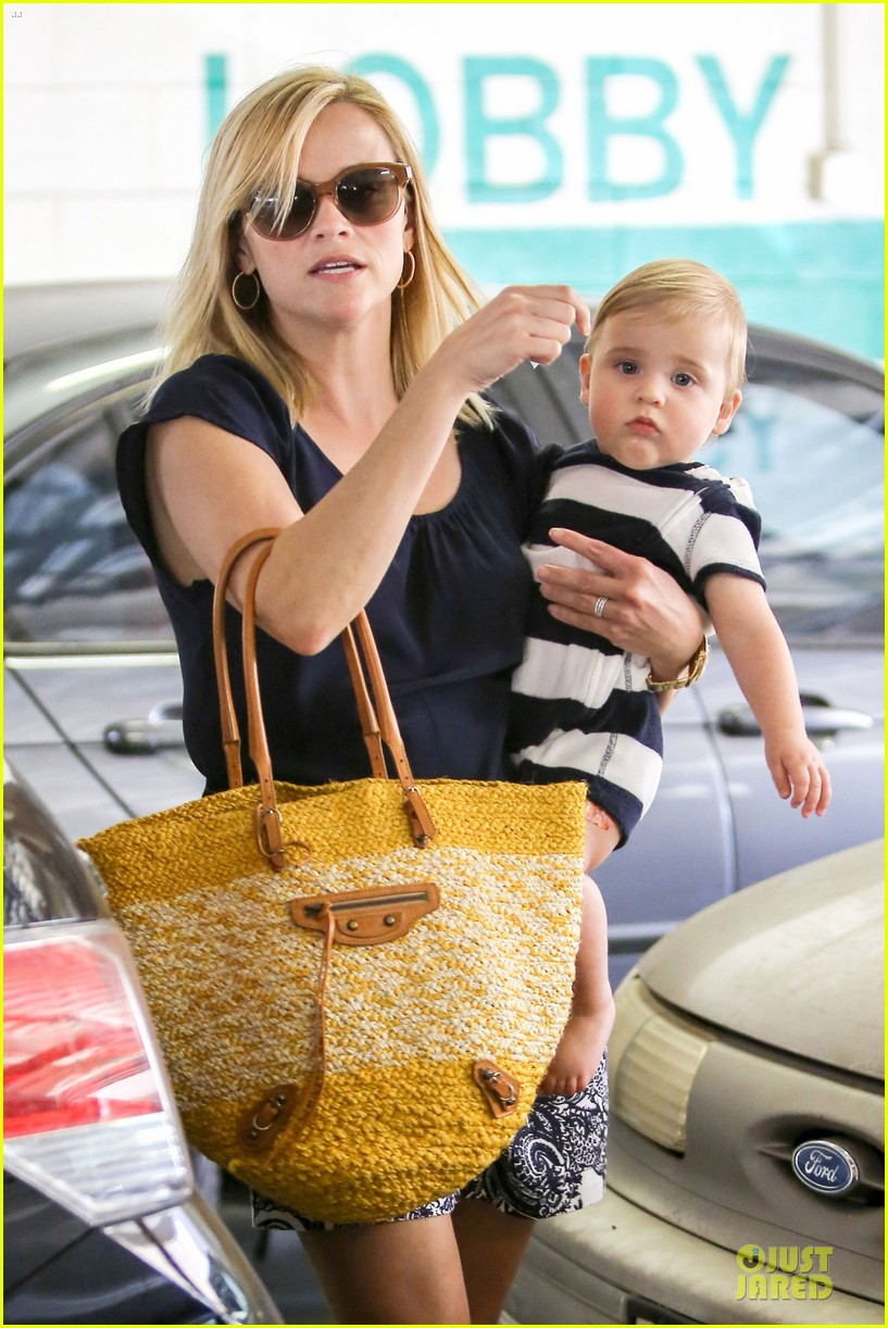 reese witherspoon doctors office visit with tennessee 132898973