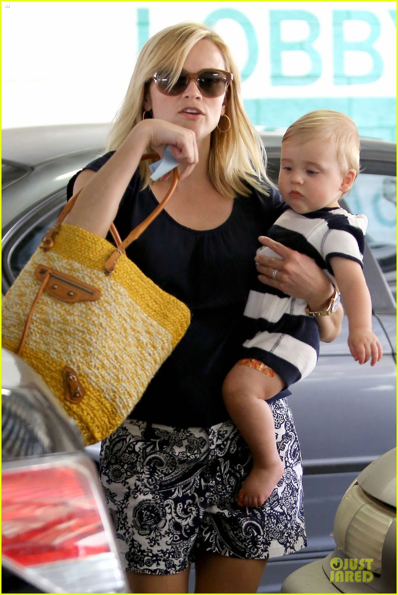 reese witherspoon doctors office visit with tennessee 23