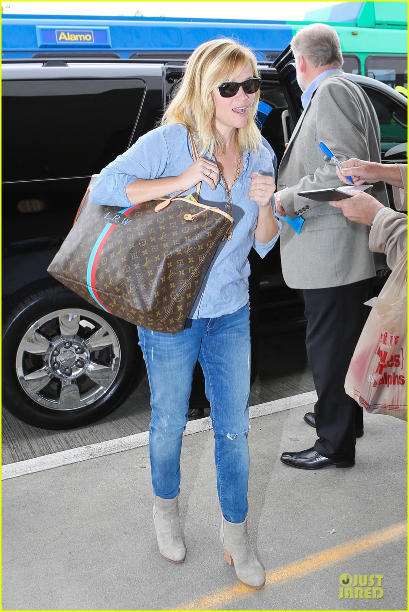 reese witherspoon lax departure for fathers day weekend 012891837