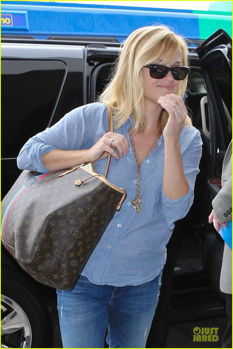 reese witherspoon lax departure for fathers day weekend 022891838