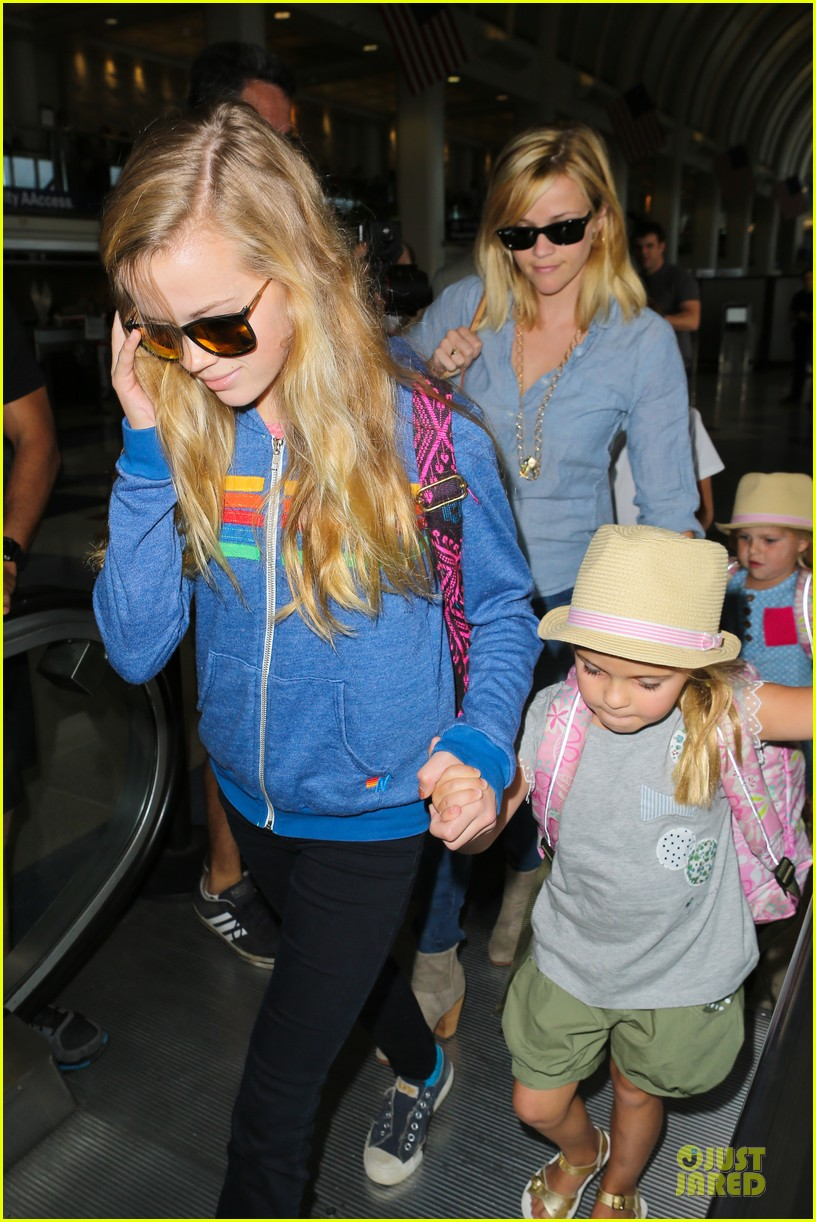 reese witherspoon lax departure for fathers day weekend 042891840