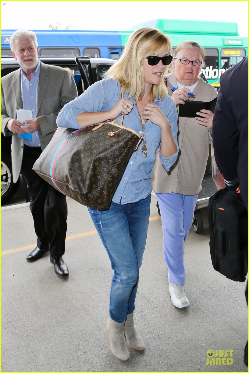 reese witherspoon lax departure for fathers day weekend 10