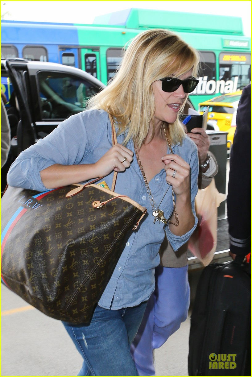reese witherspoon lax departure for fathers day weekend 112891847