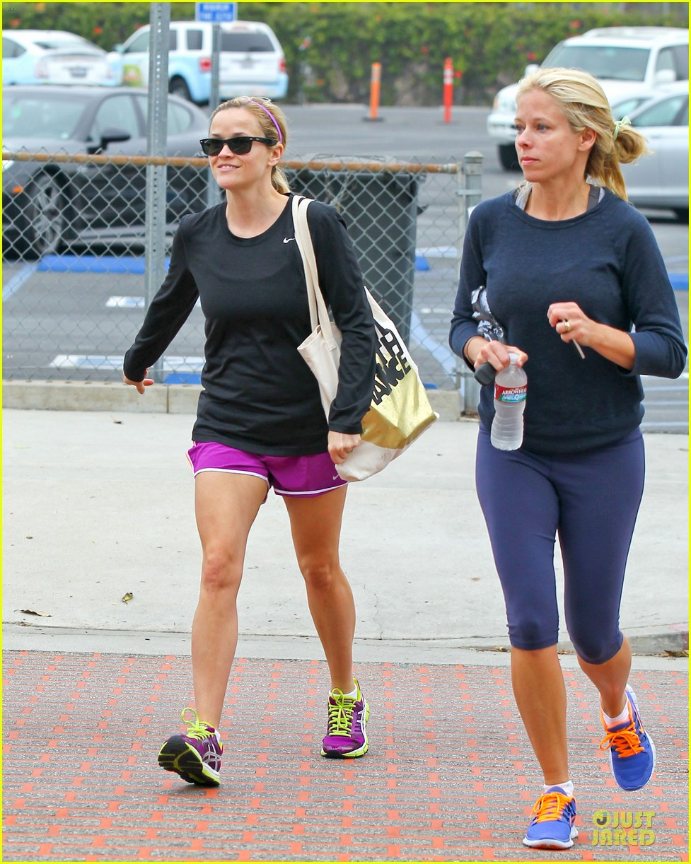 reese witherspoon friday fun workout with gal pal 012891421