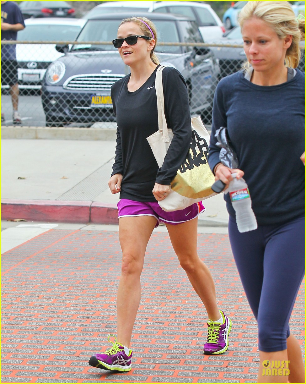 reese witherspoon friday fun workout with gal pal 102891430