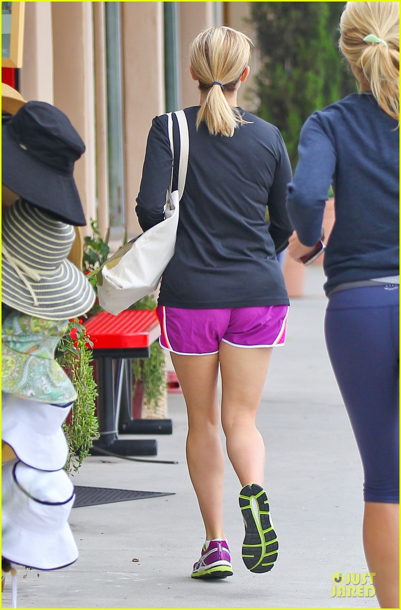 reese witherspoon friday fun workout with gal pal 112891431