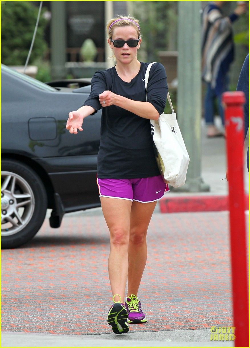 reese witherspoon friday fun workout with gal pal 142891434