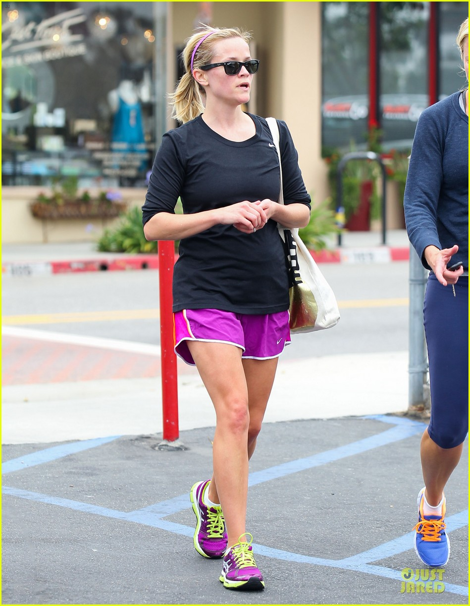 reese witherspoon friday fun workout with gal pal 17