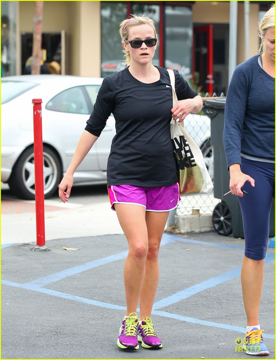 reese witherspoon friday fun workout with gal pal 202891440