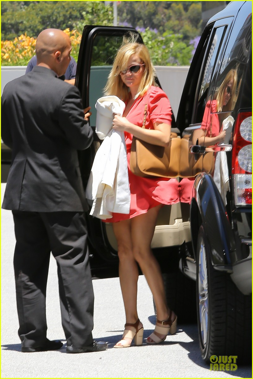 reese witherspoon matching fitness shorts shoes 012894798