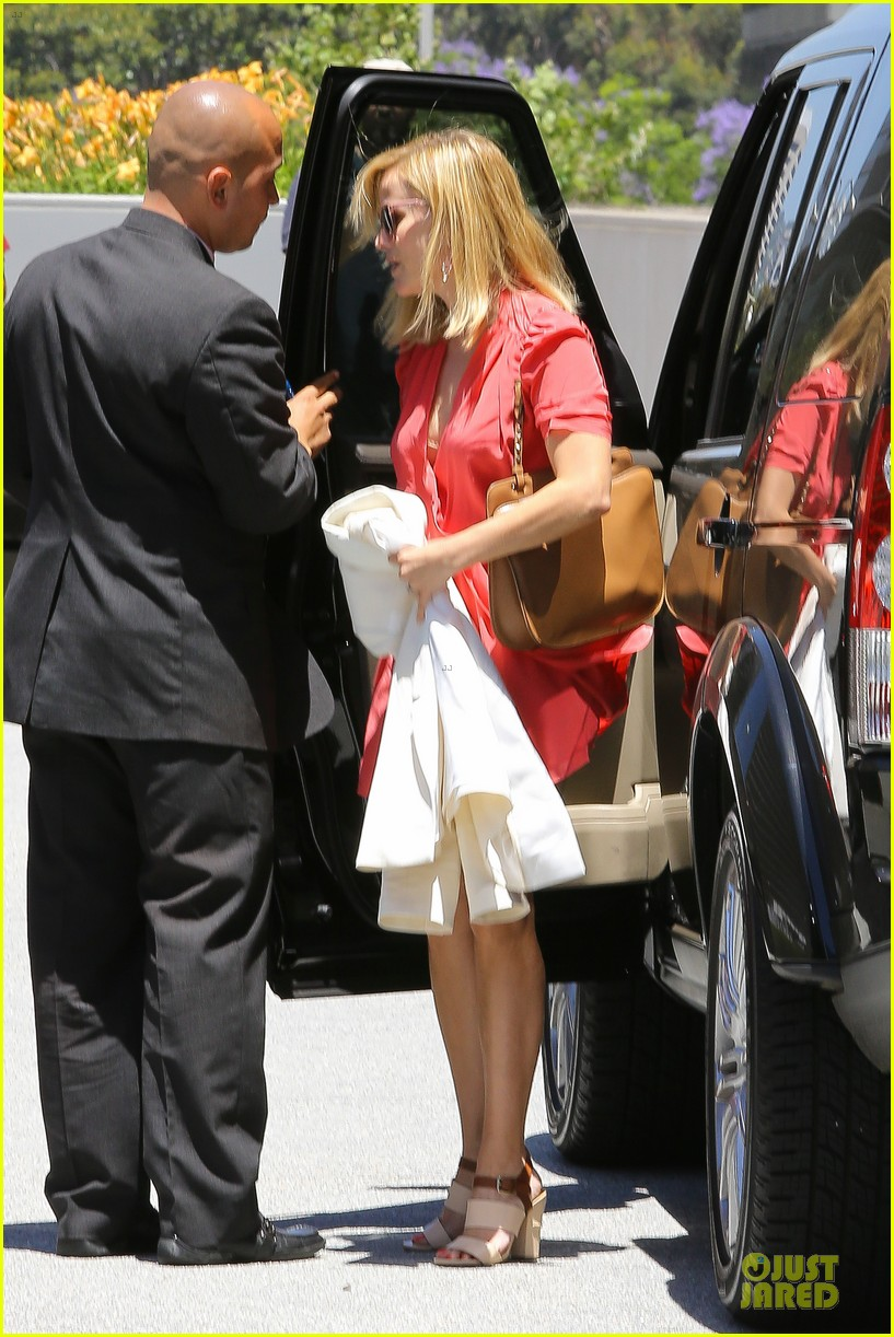 reese witherspoon matching fitness shorts shoes 07