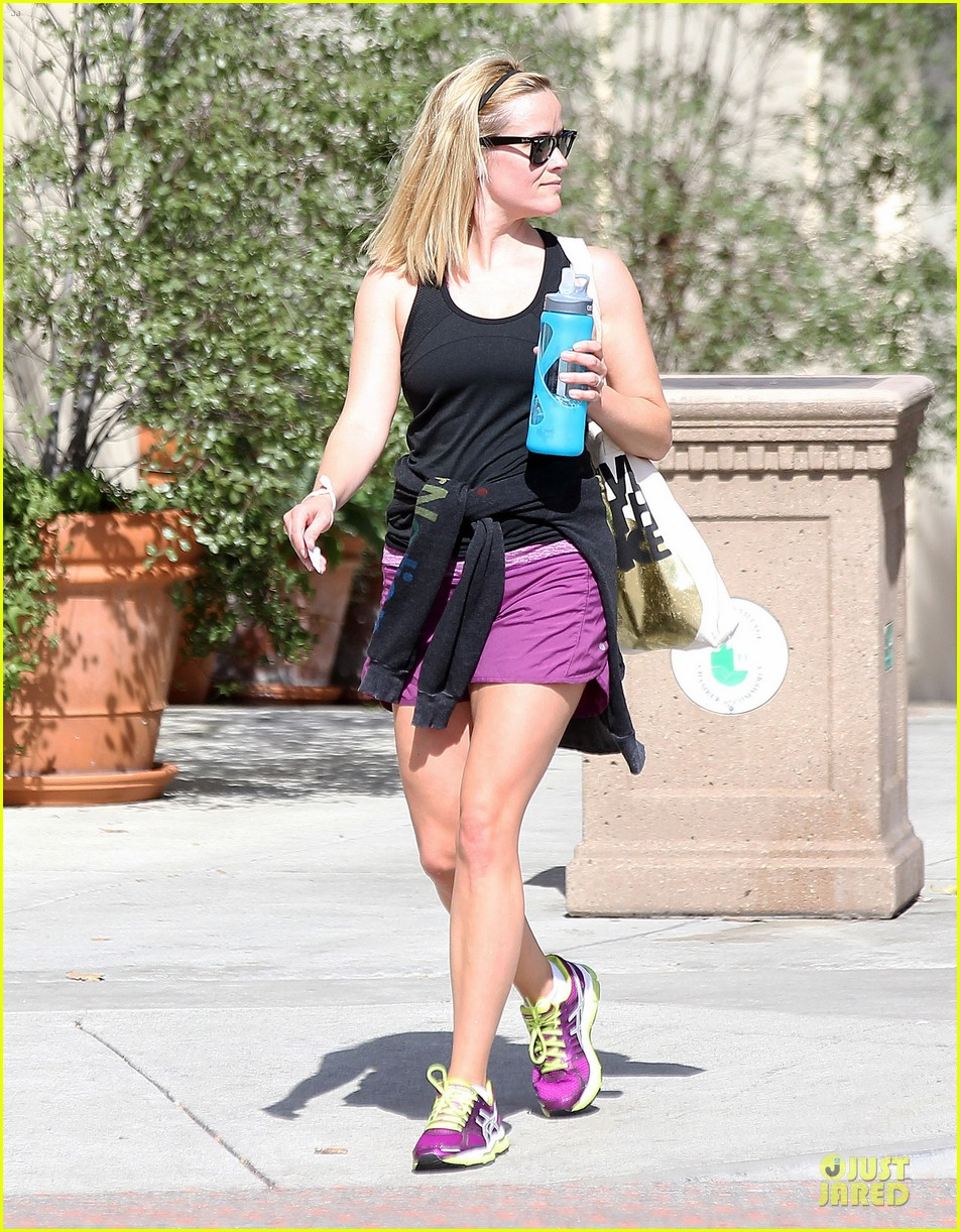 reese witherspoon matching fitness shorts shoes 122894809