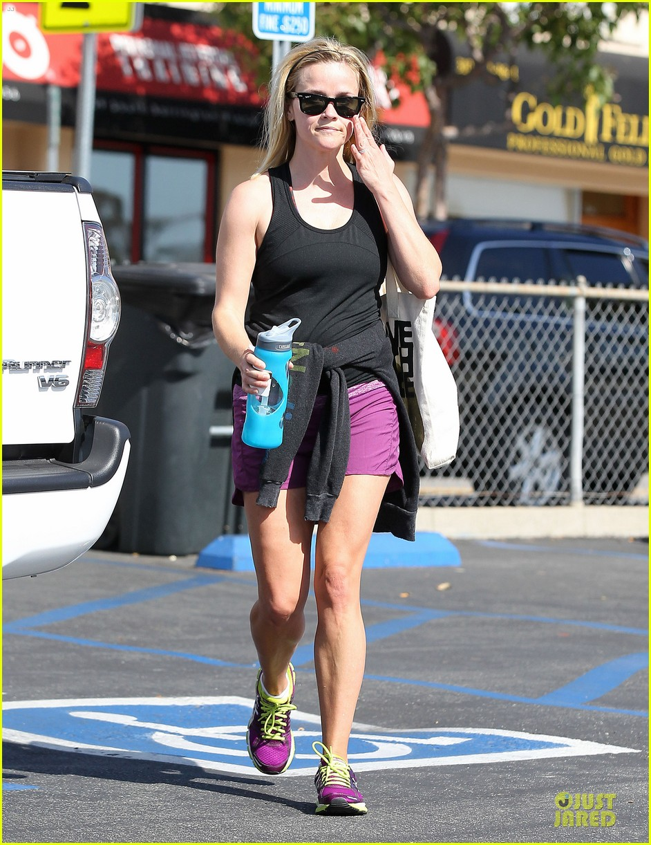 reese witherspoon matching fitness shorts shoes 15
