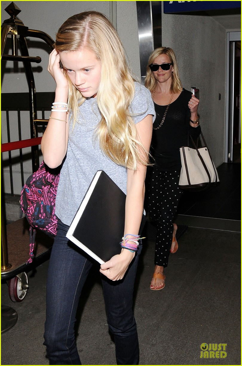 reese witherspoon i love neil gaiman novels 052898650