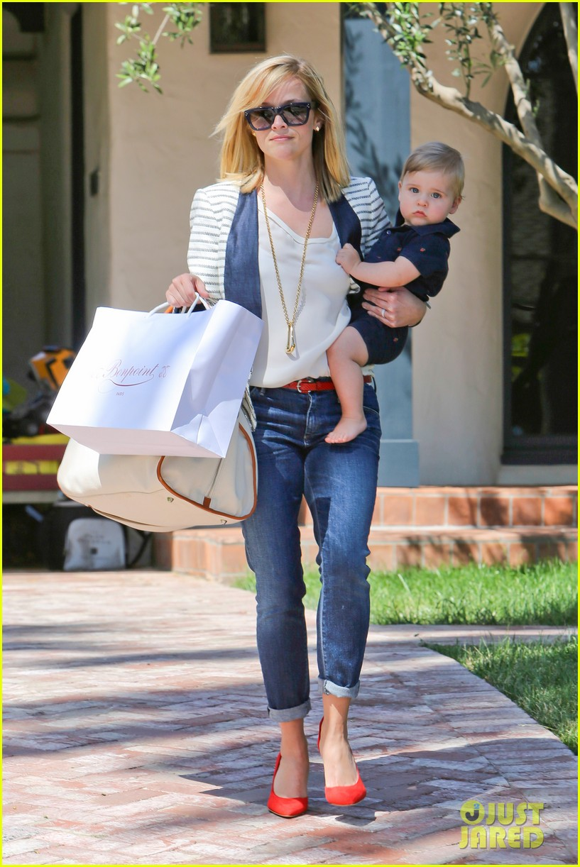 reese witherspoon playdate with tennessee 012895446
