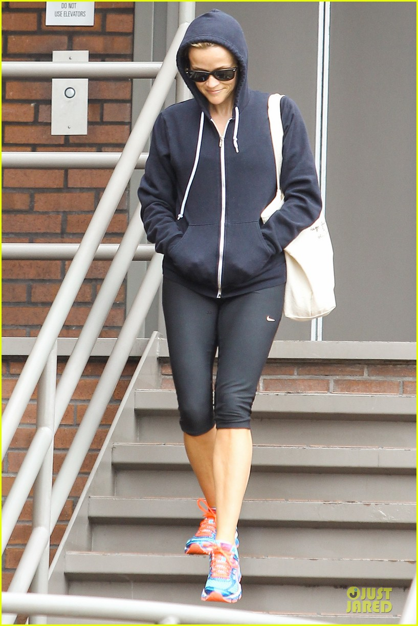 reese witherspoon retail therapy after morning workout 082889901