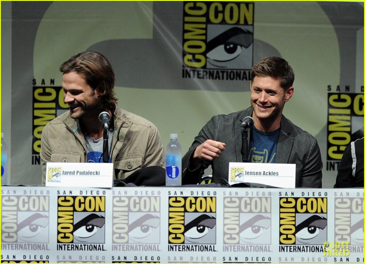jensen ackles jared ackles supernatural at comic con 08