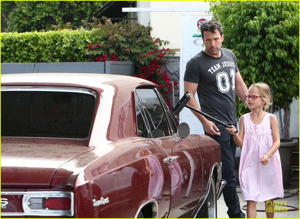 ben affleck violet work as one to clean car windshields 122915645