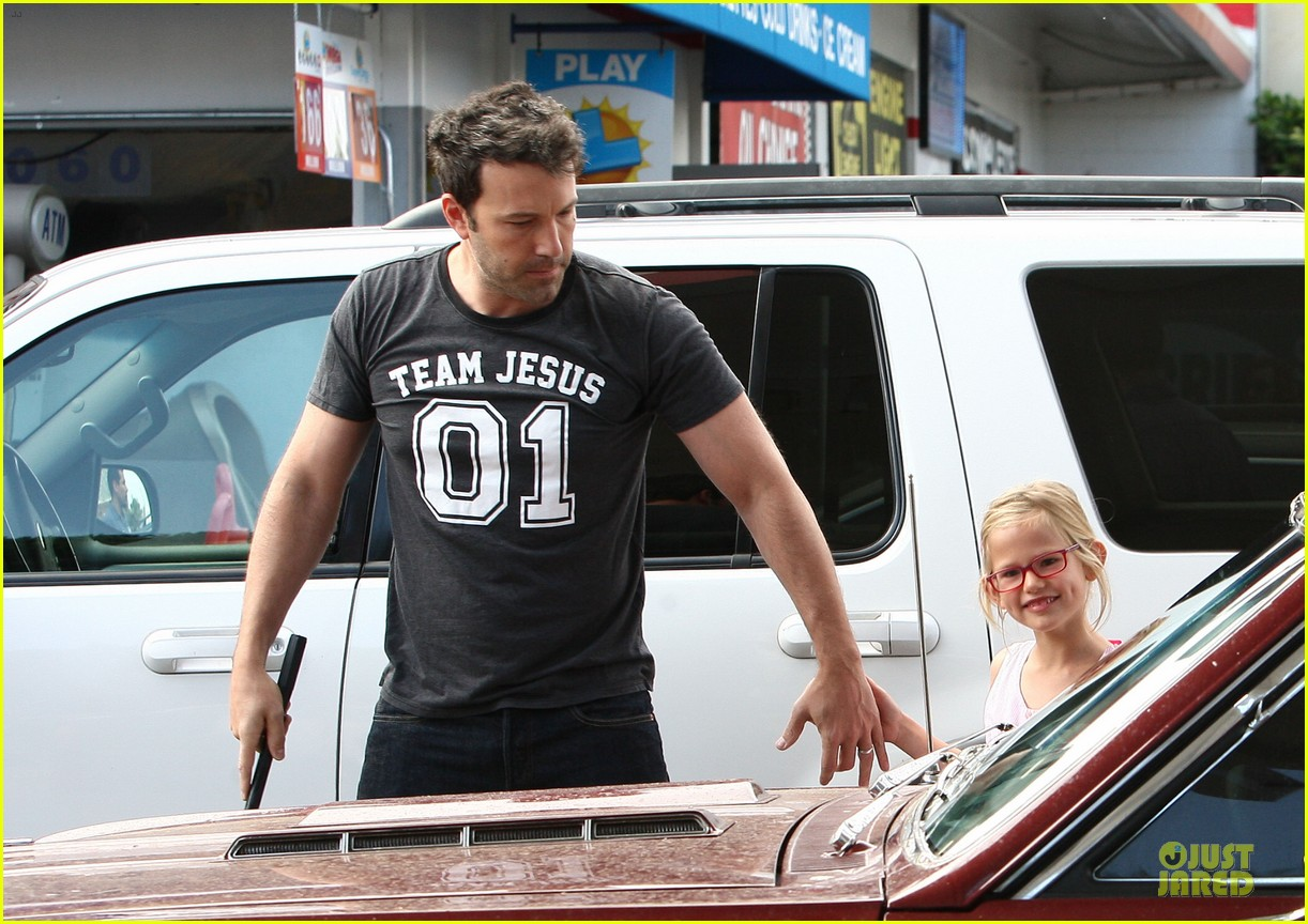 ben affleck violet work as one to clean car windshields 17