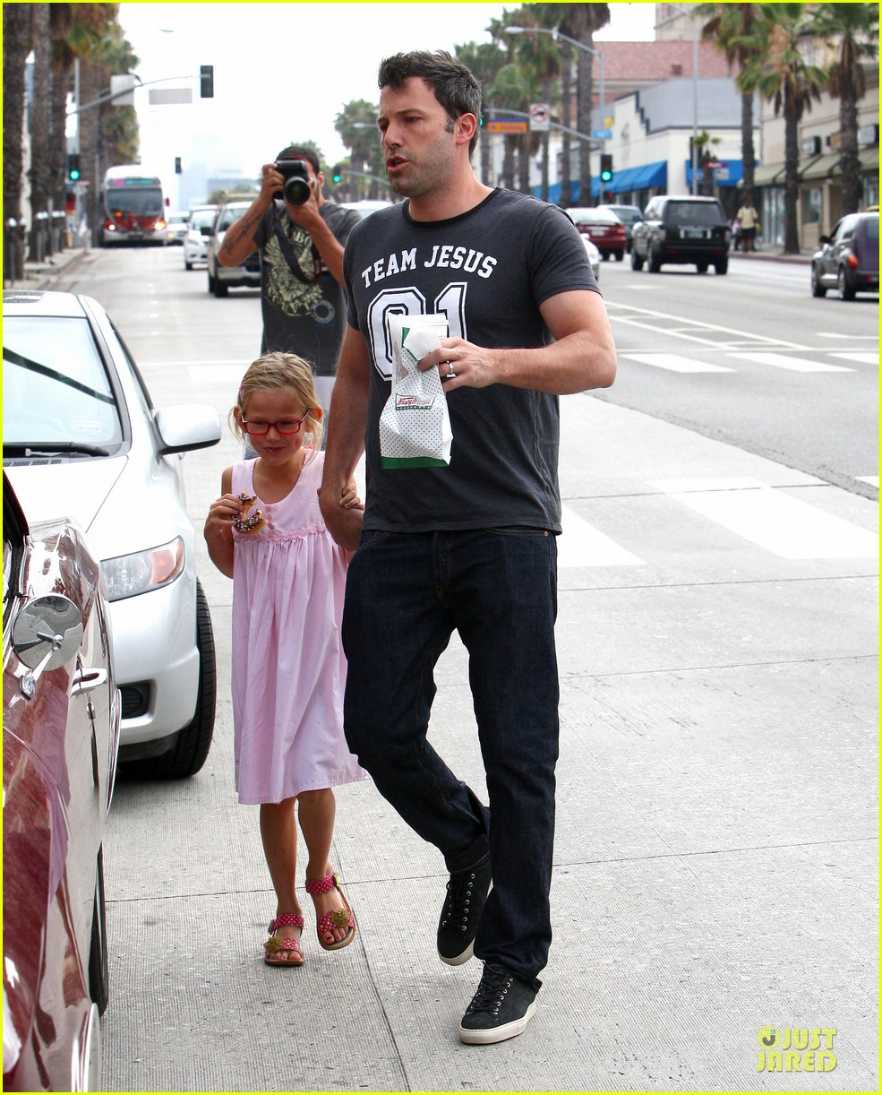 ben affleck violet work as one to clean car windshields 212915654