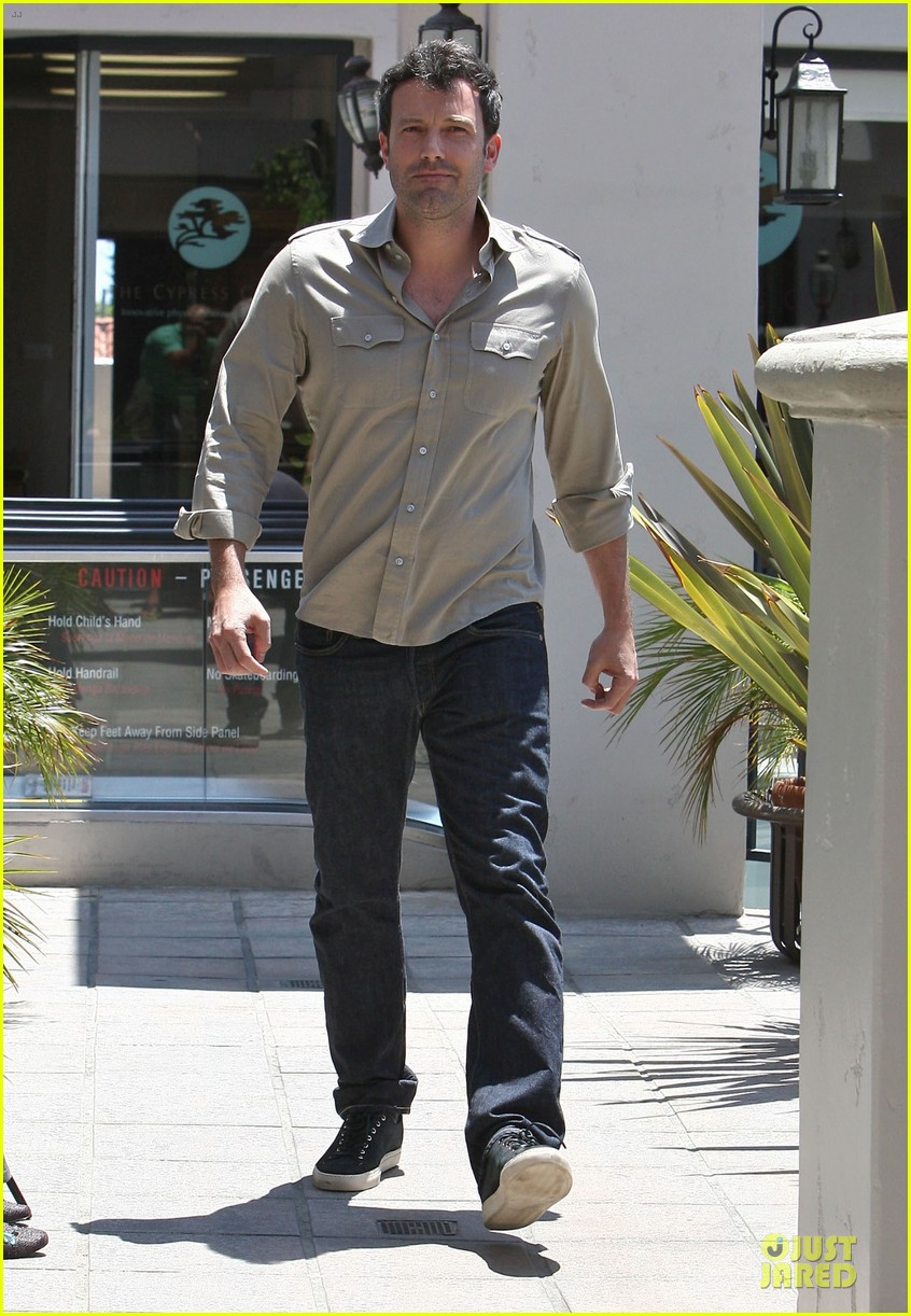 ben affleck violet work as one to clean car windshields 232915656