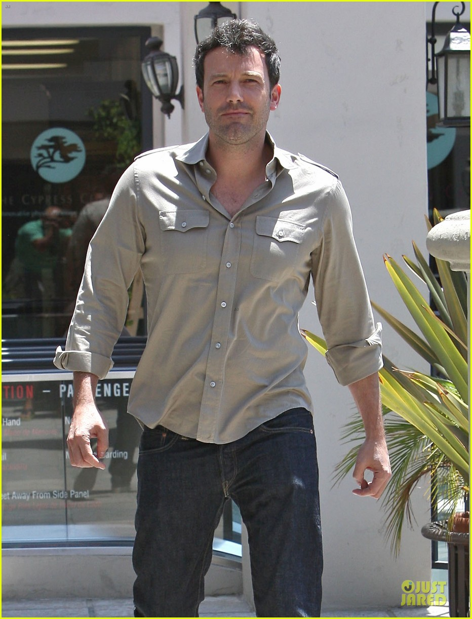ben affleck violet work as one to clean car windshields 242915657
