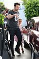 ben affleck violet work as one to clean car windshields 18