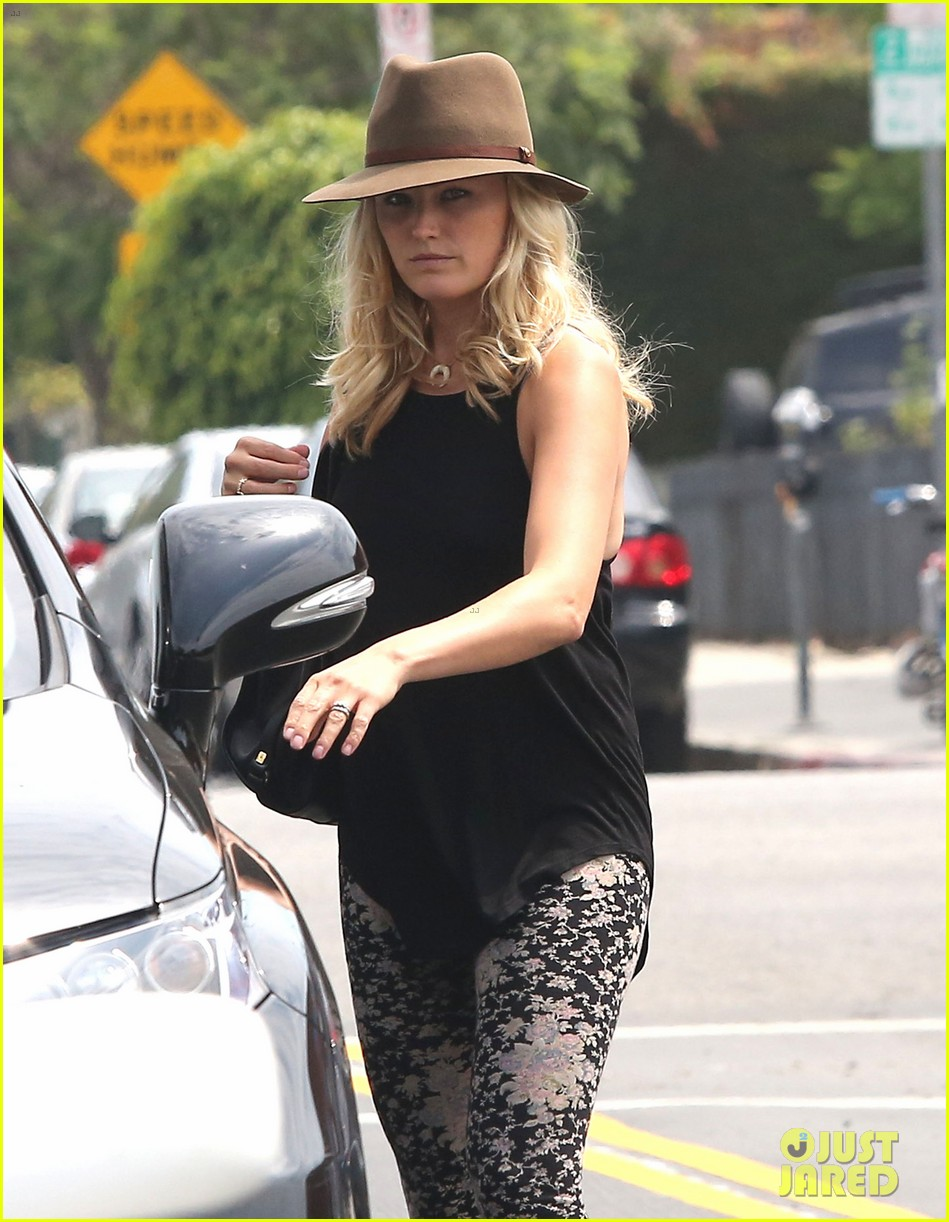 malin akerman blinkers were put on your car for a reason 04