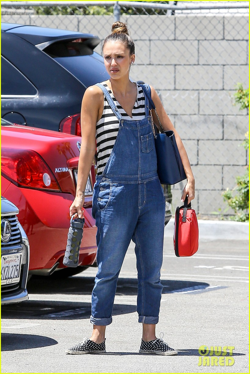 jessica alba shows off her post workout no makeup look 072912038