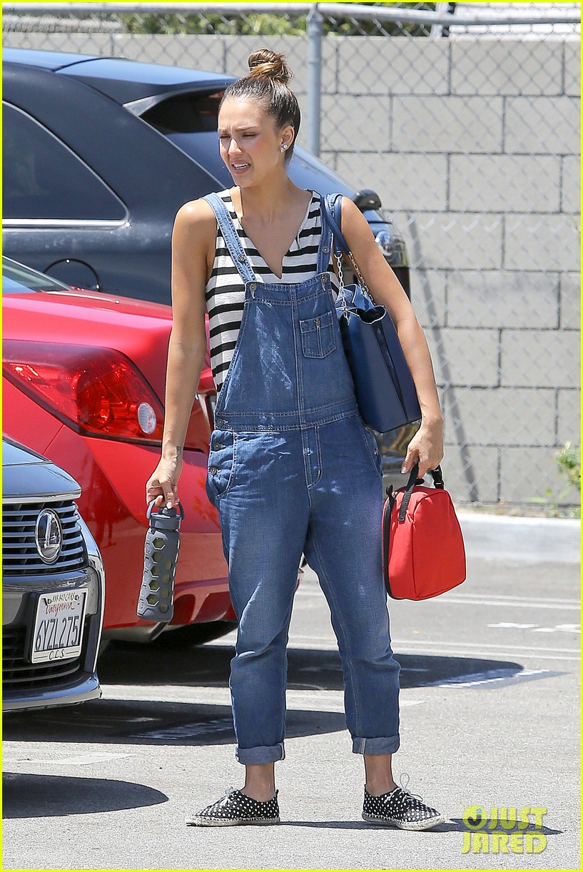 jessica alba shows off her post workout no makeup look 082912039