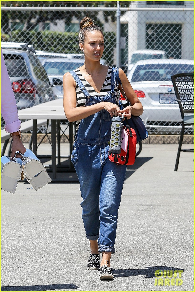 jessica alba shows off her post workout no makeup look 102912041